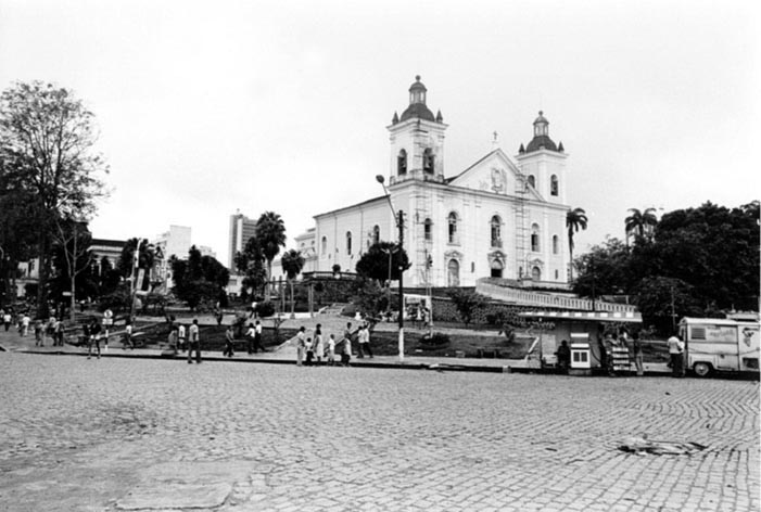 Jardins na Igreja da Matriz - Instituto Durango Duarte
