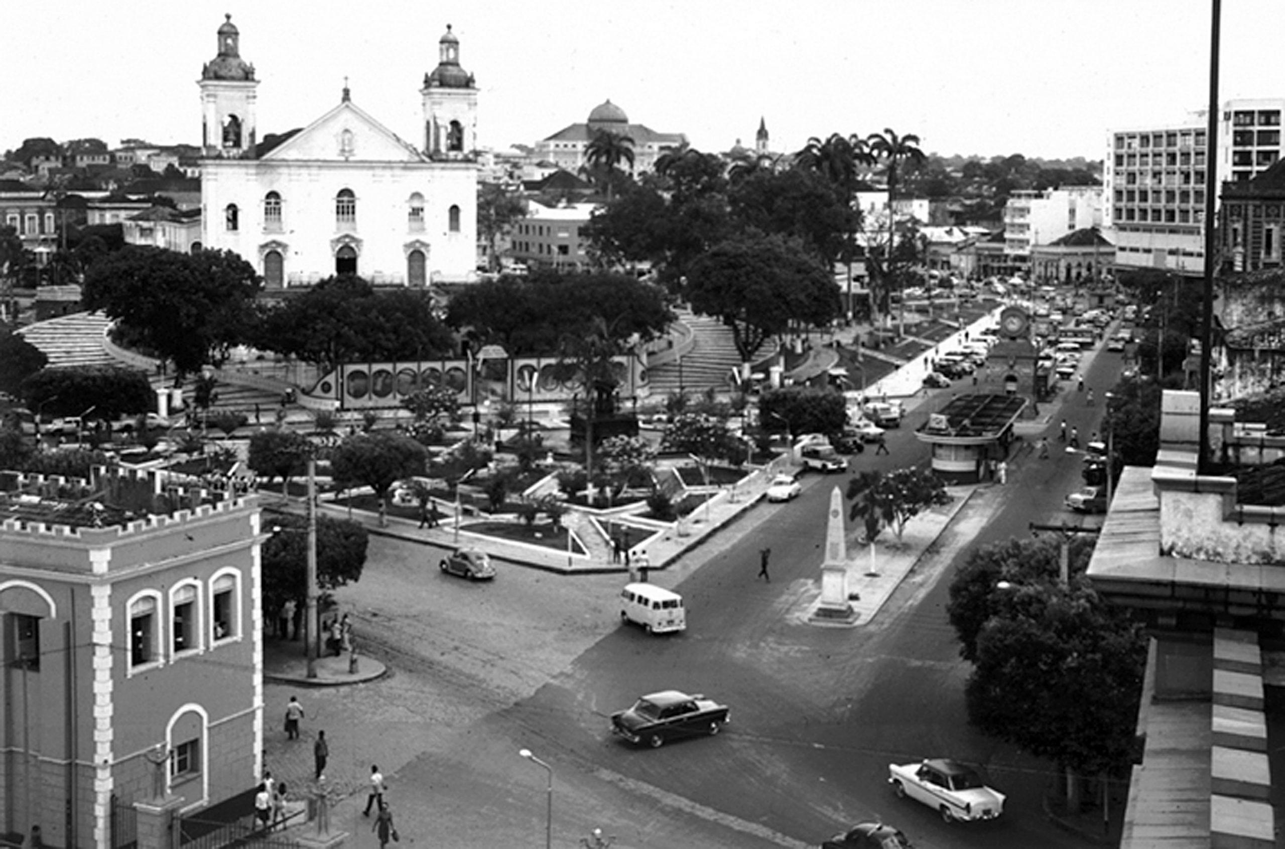 Praça da Matriz e o Relógio Municipal - Instituto Durango Duarte