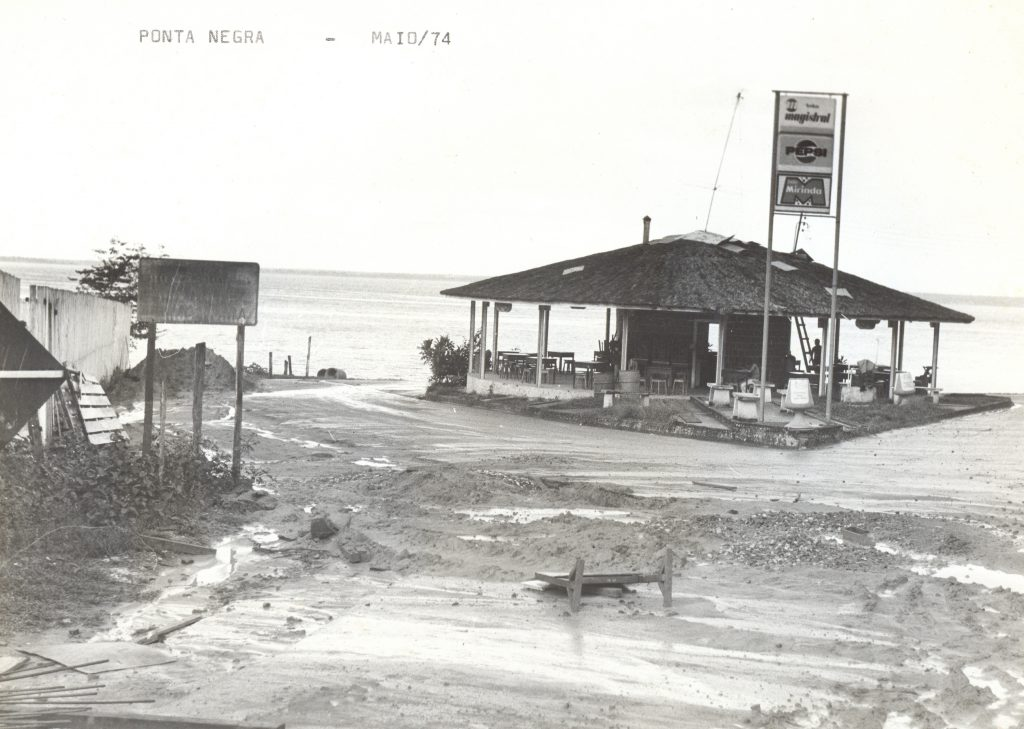 Comércio na praia da Ponta Negra - Instituto Durango Duarte