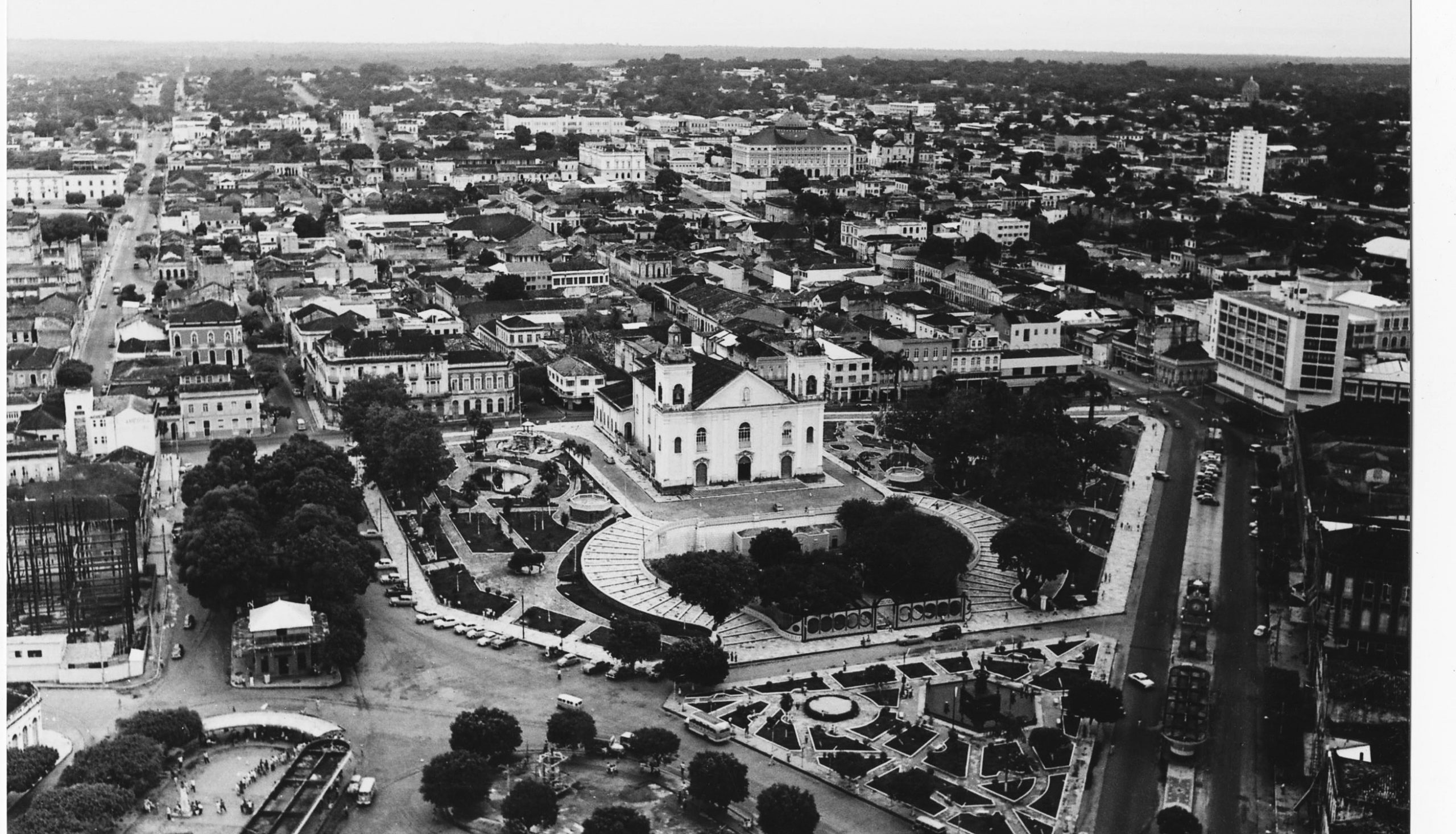 Vista aérea do Parque da Matriz sem o gradil