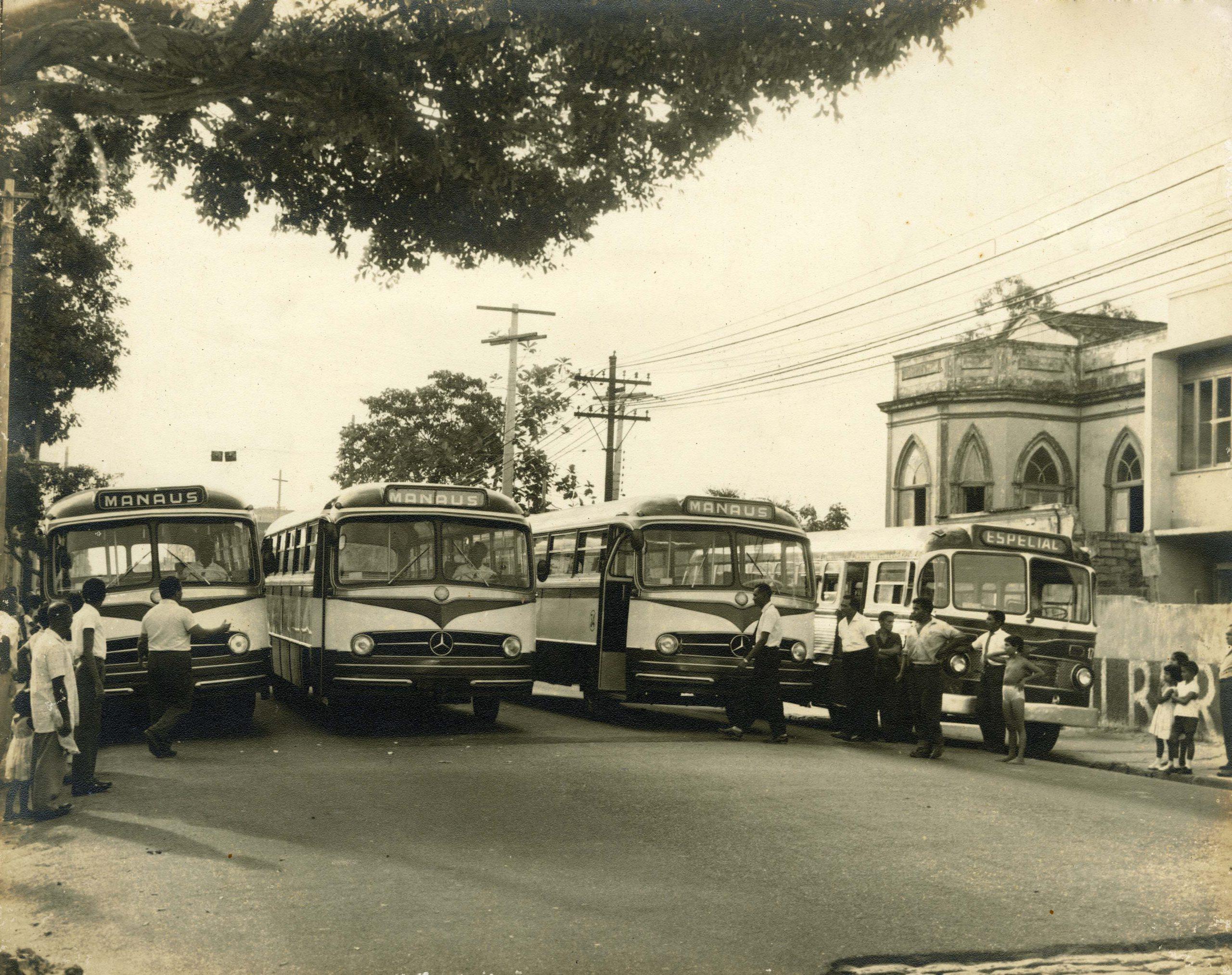Ônibus antigos do transporte coletivo em Manaus - IDD
