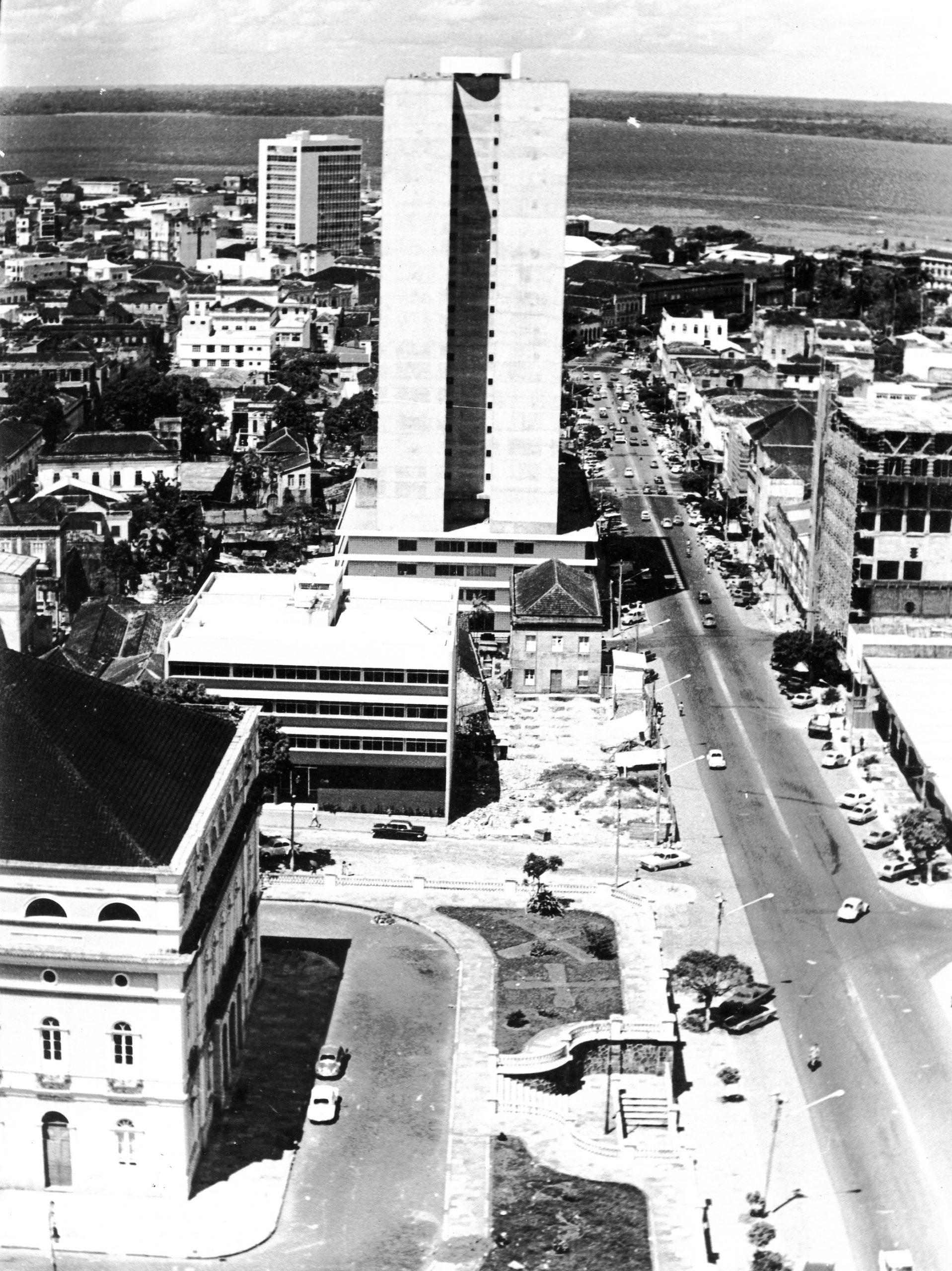Fundos do Teatro à Avenida Eduardo Ribeiro - Instituto Durango Duarte