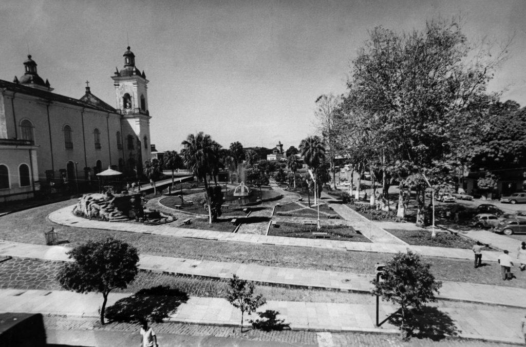 Vista dos jardins da Igreja da Matriz