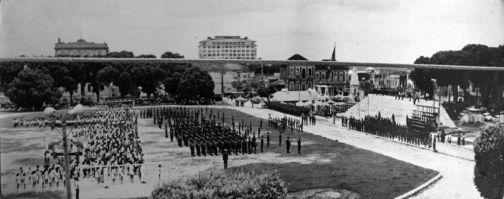 Imagem de formatura militar no Estádio General Osório