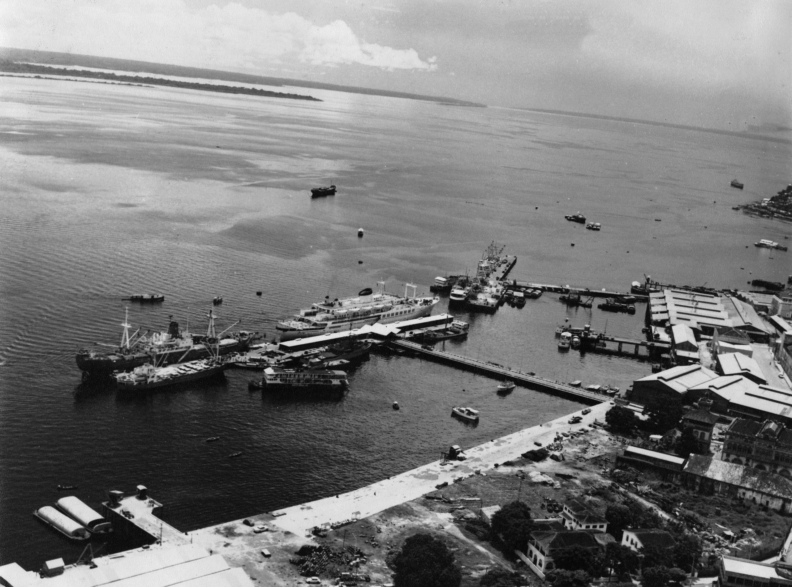 Vista aérea do Porto de Manaus, maior porto flutuante do mundo - IDD