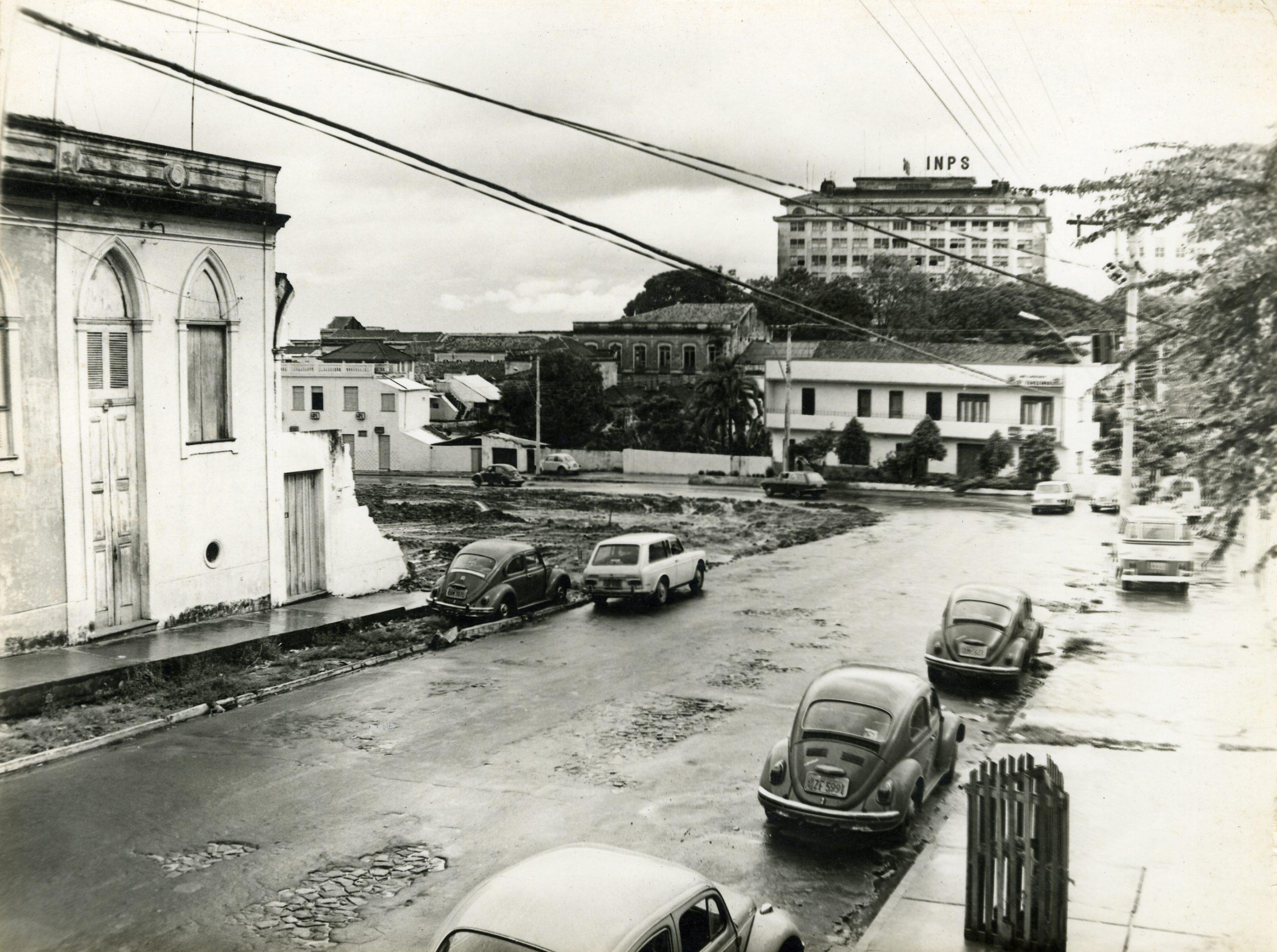 Rua Luiz Antony com trecho em obras - Instituto Durango Duarte
