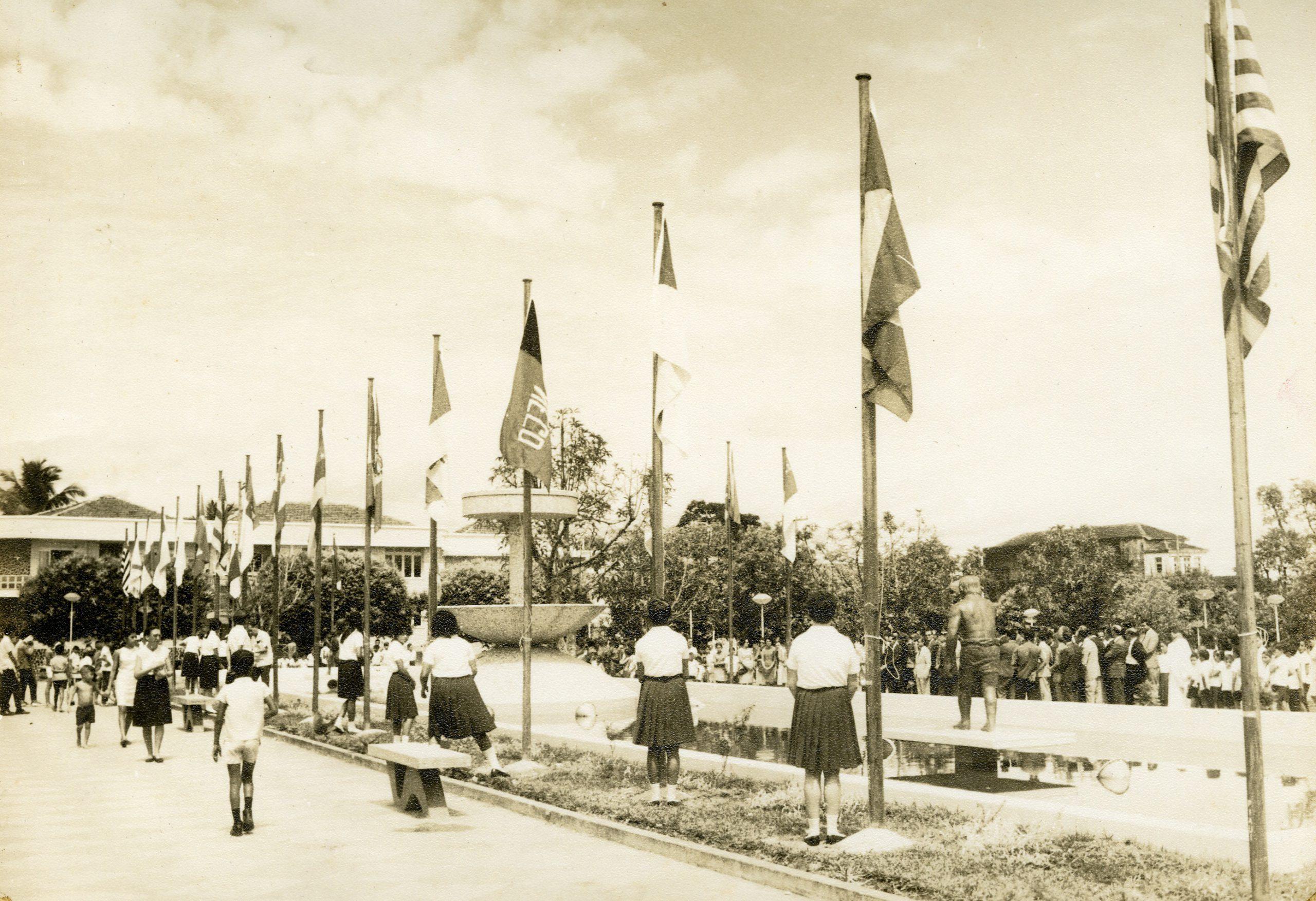 Estudantes na Praça da Saudade - Instituto Durango Duarte 1970