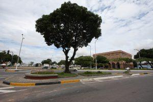 Vista dos jardins da Praça Chile