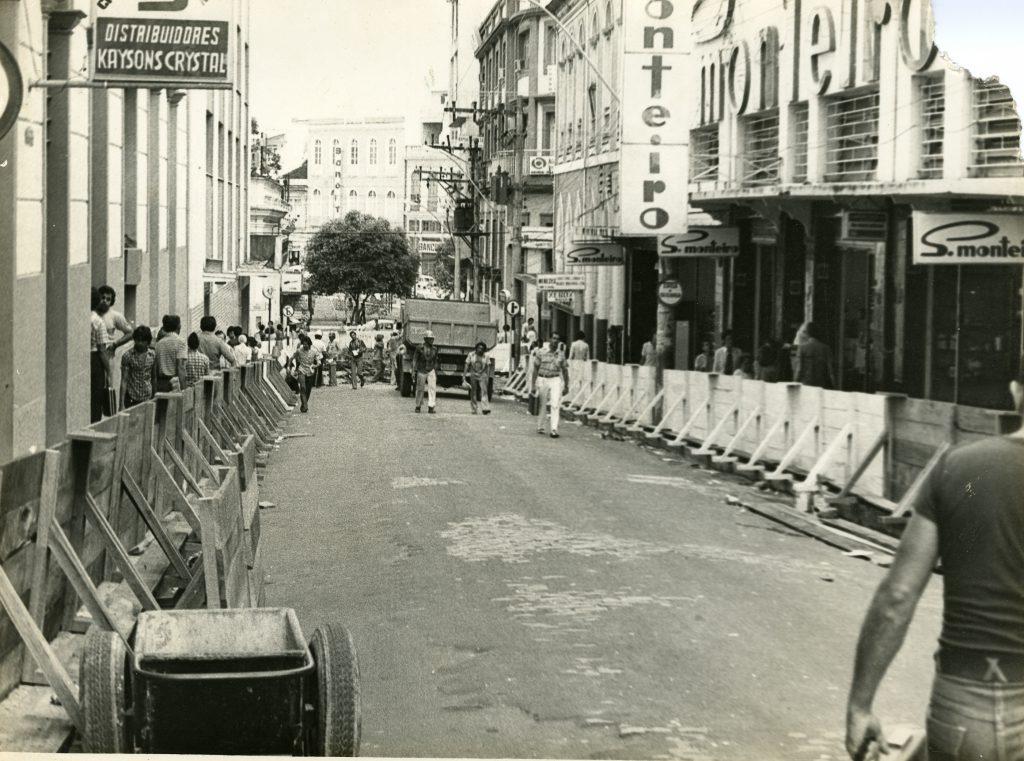 Rua Quintino Bocaiuva em obras de recapeamento - IDD