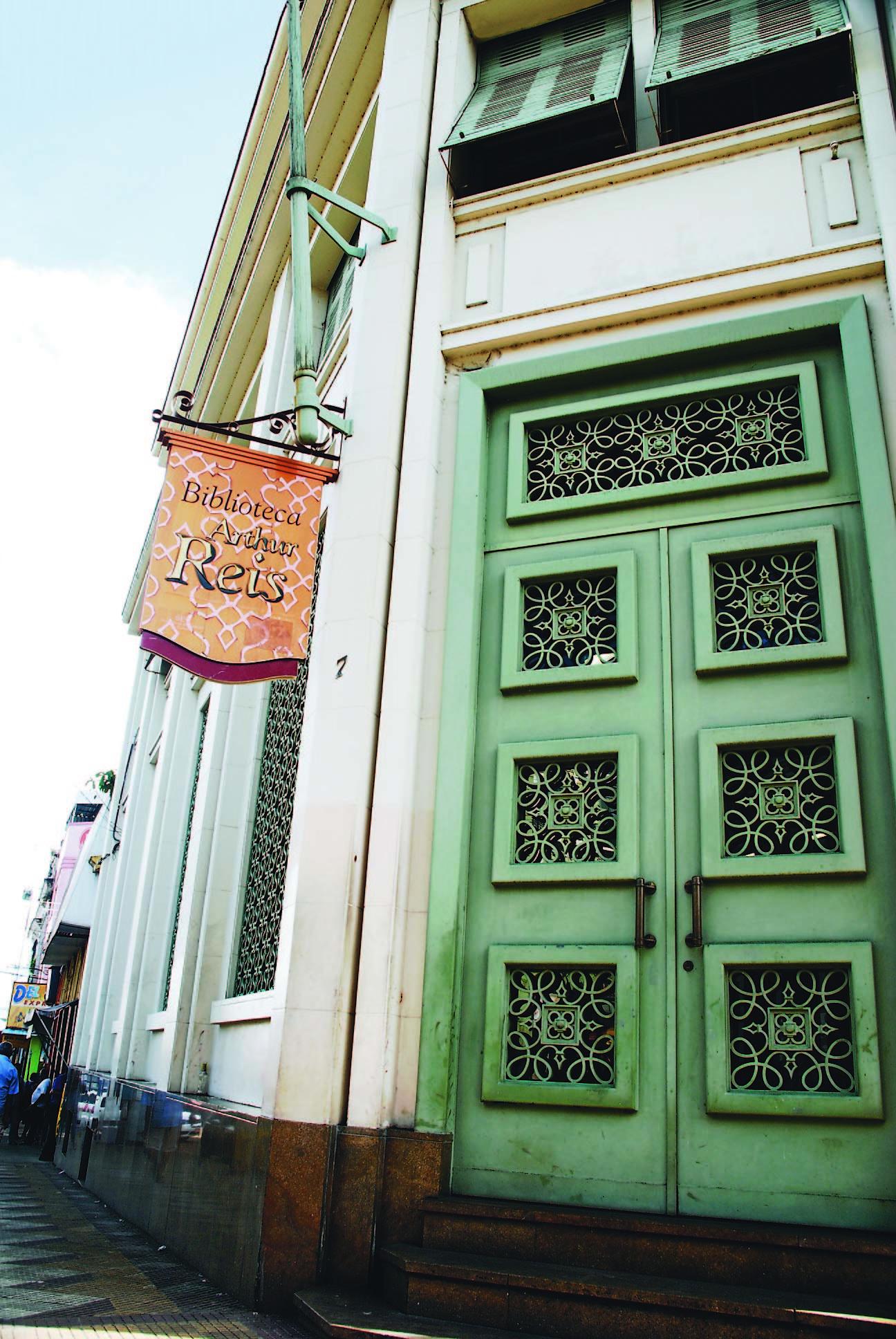 Porta de Entrada da Biblioteca Arthur Reis