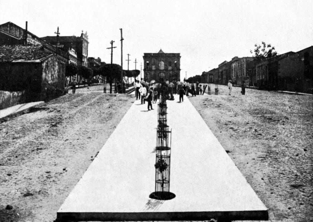 Durango Duarte - Calçamento do canteiro da Praça dos Remédios