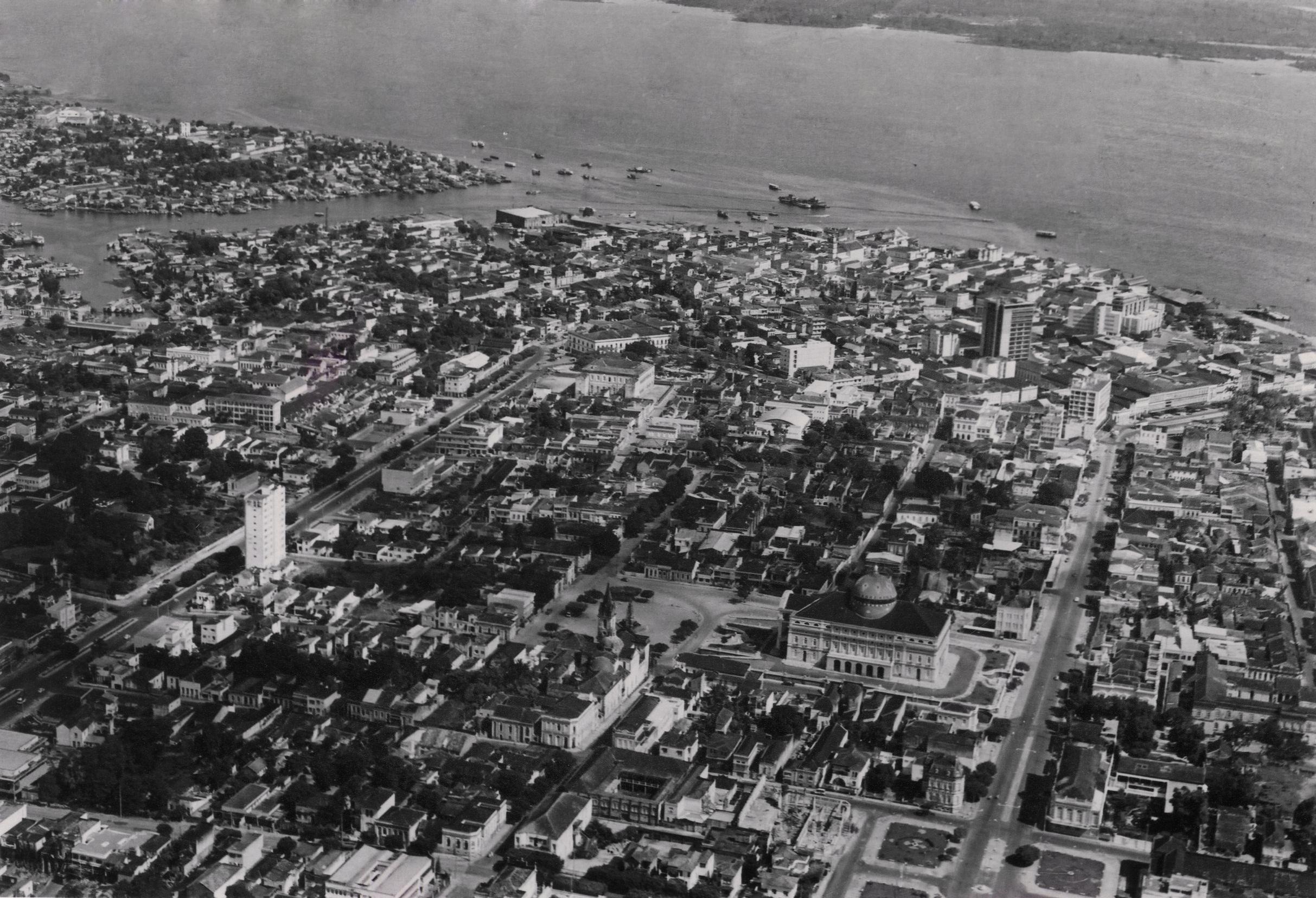 Fotografia aérea de parte do Centro de Manaus - Instituto Durango Duarte