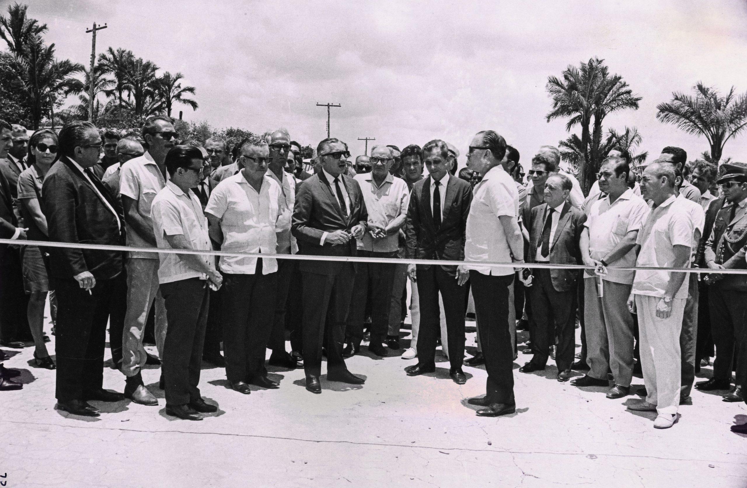 Série de fotos do início da construção do Distrito Industrial - IDD