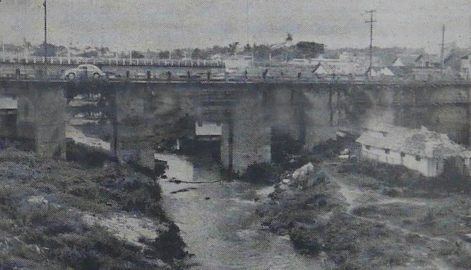 Vista das Pontes do bairro de Educandos
