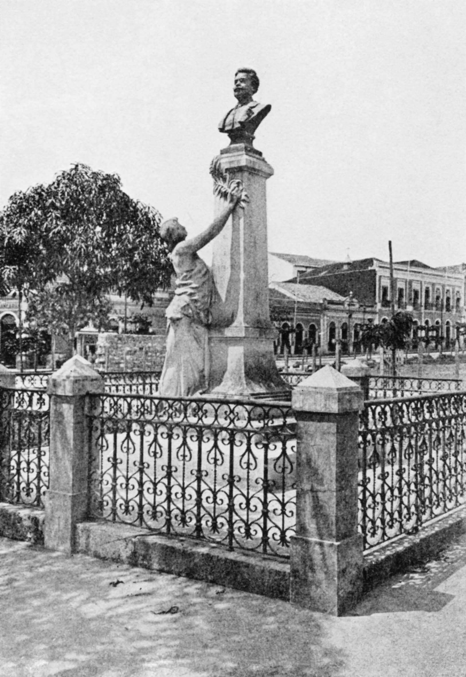 Durango Duarte - Monumento a Sant'anna Nery