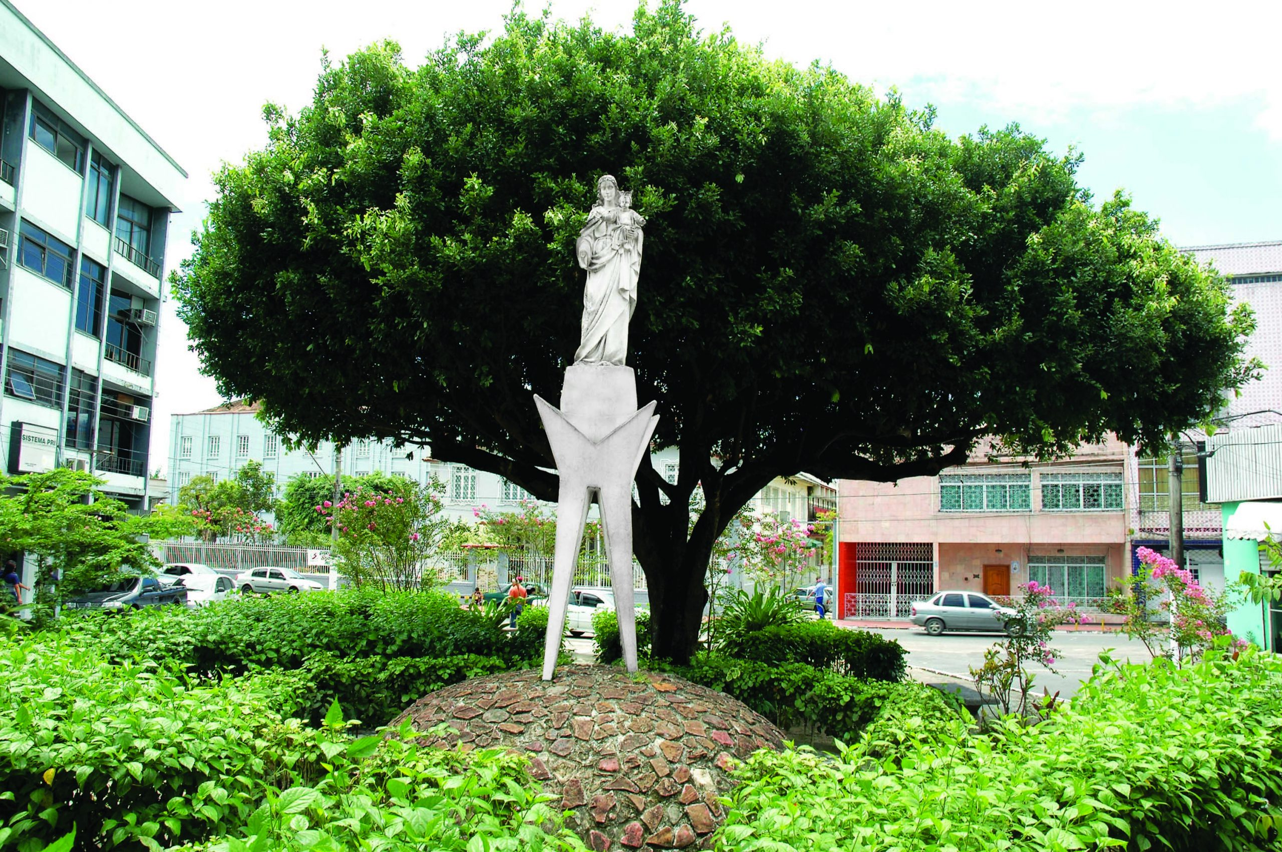 Estátua de Nossa Senhora Auxiliadora
