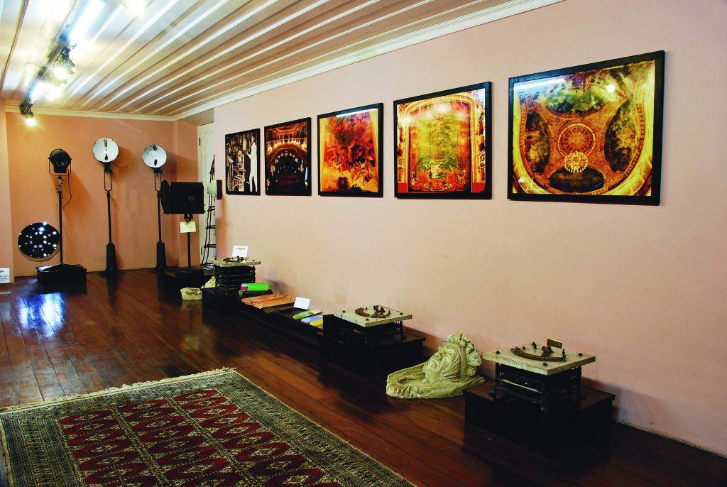 Sala com Parte do Acervo do Museu do Teatro Amazonas