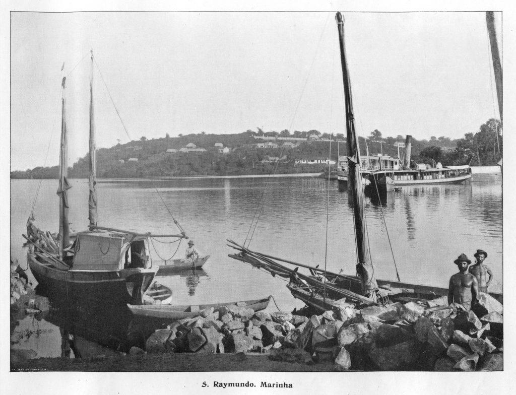 Barcos Na Orla Do São Raimundo