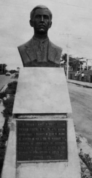 Monumento a Ephigênio de Salles