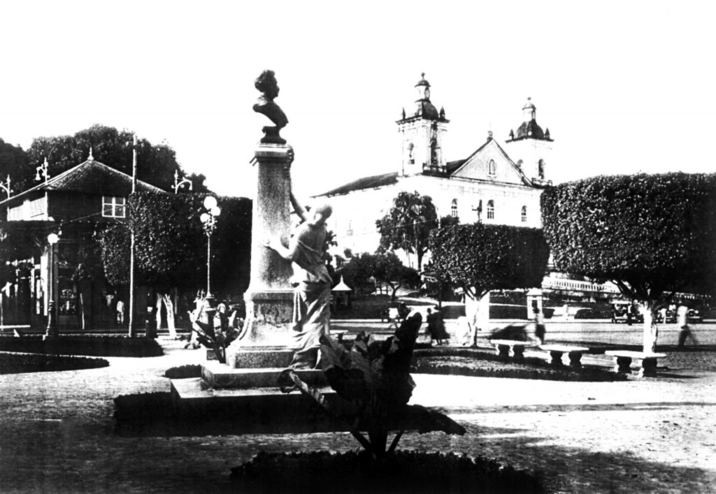 Monumento a Sant'anna Nery no Jardim Jaú