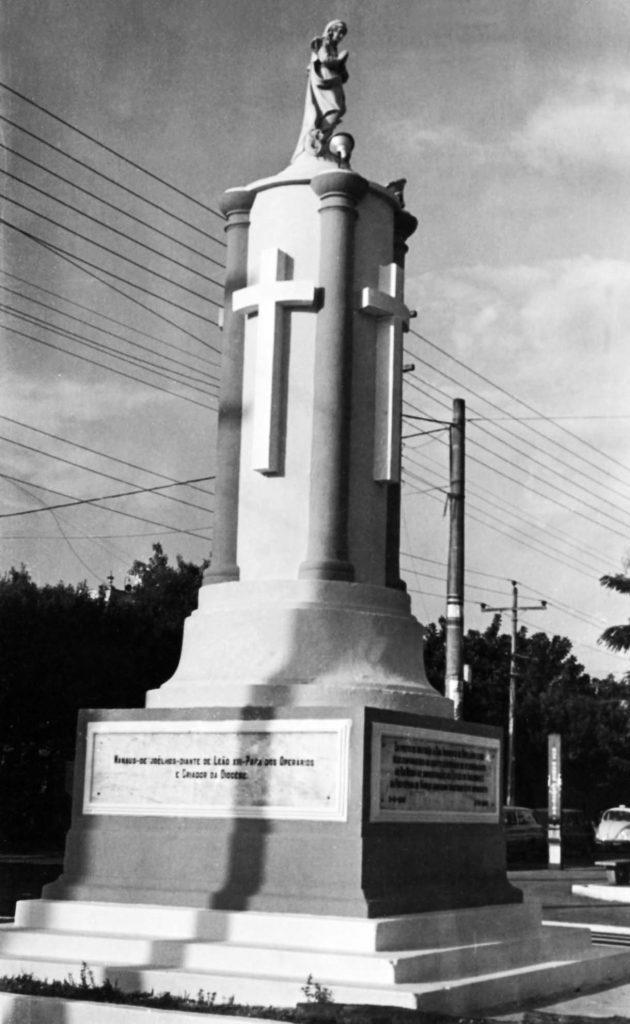 Monumento a Nossa Senhora da Conceição na Praça do Congresso
