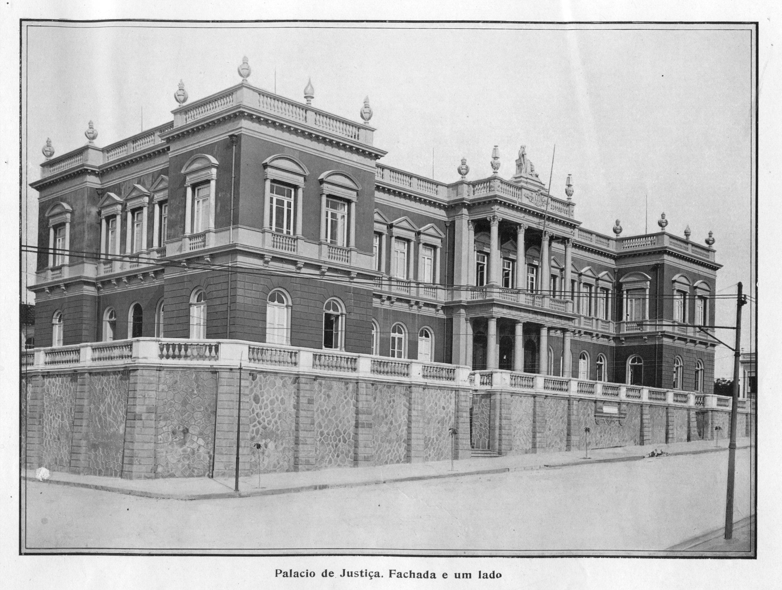 A Fachada do Palácio da Justiça