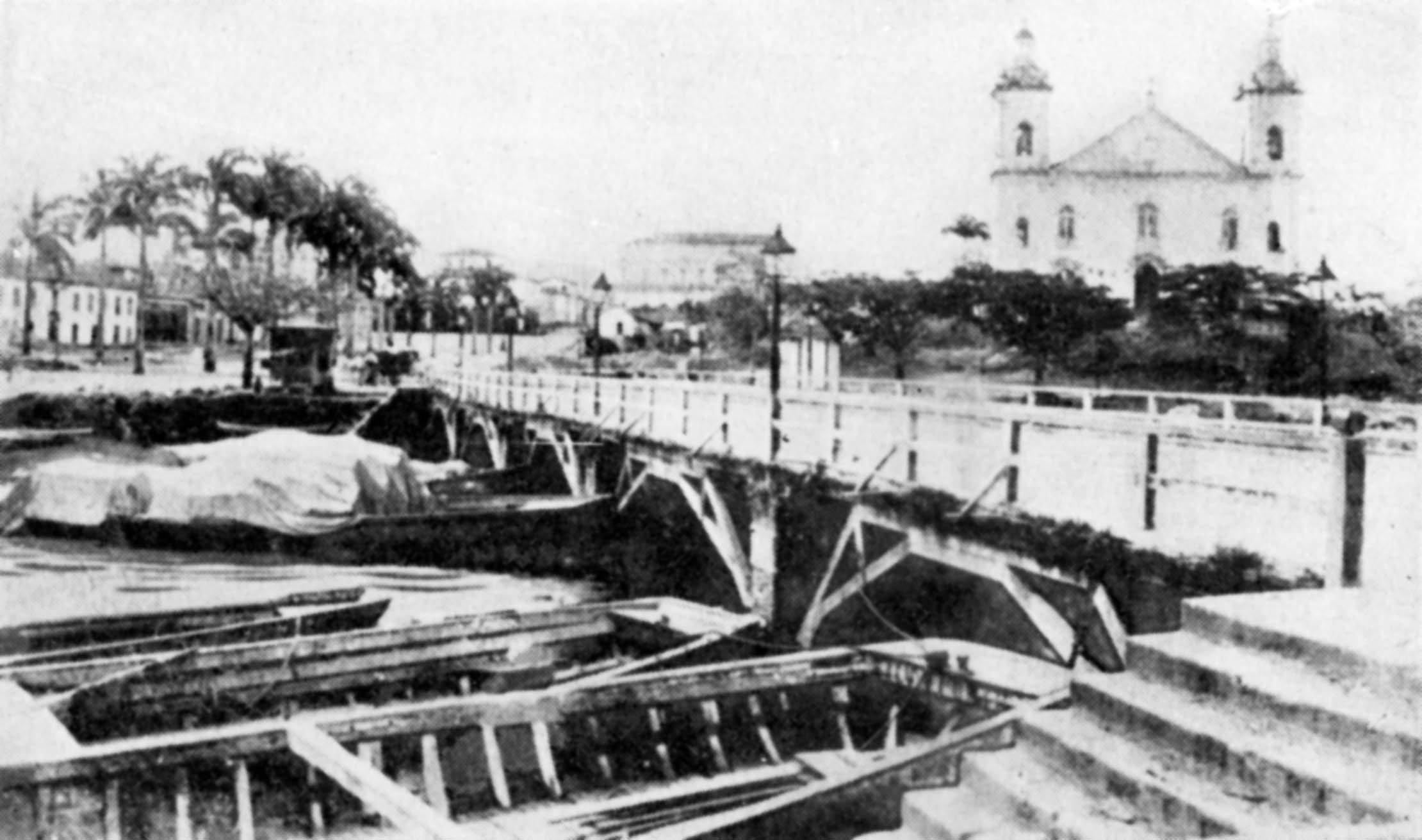 Vista da Ponte da Imperatriz com a Igreja Matriz ao fundo