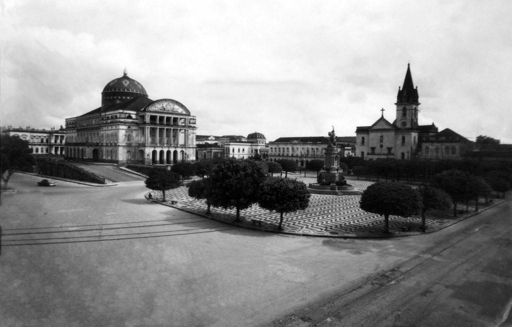 Vista da Praça São Sebastião e seu Entorno