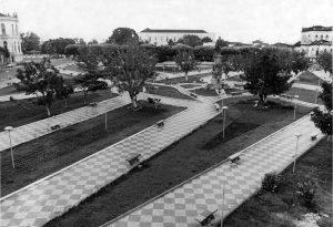 Durango Duarte - Vista do monumento na Praça Cinco de Setembro