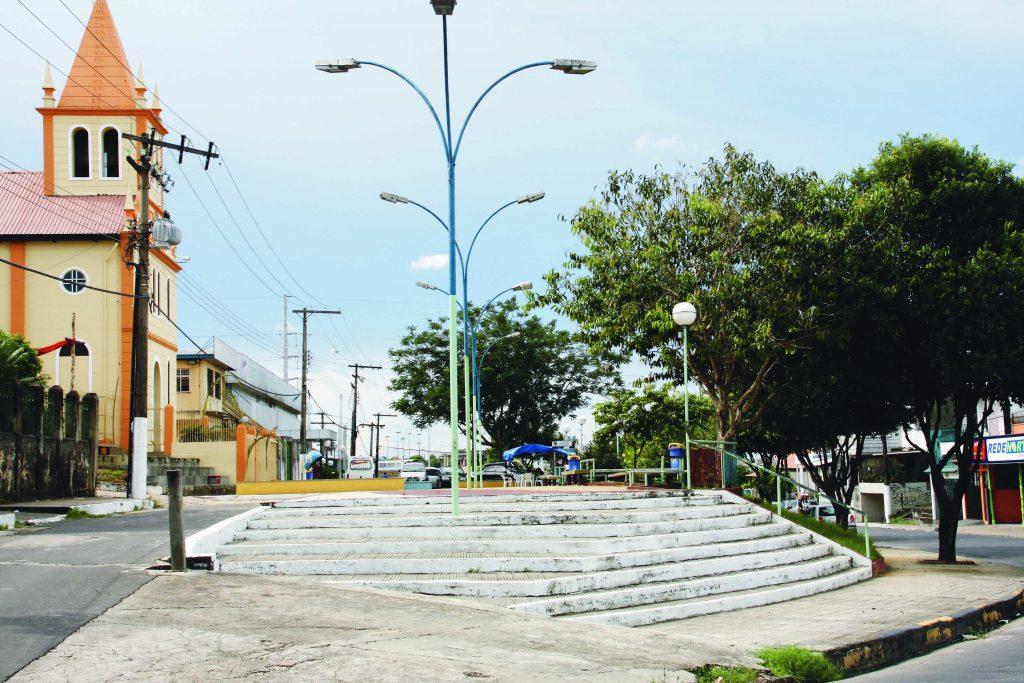 Vista lateral da Praça Ismael Benigno