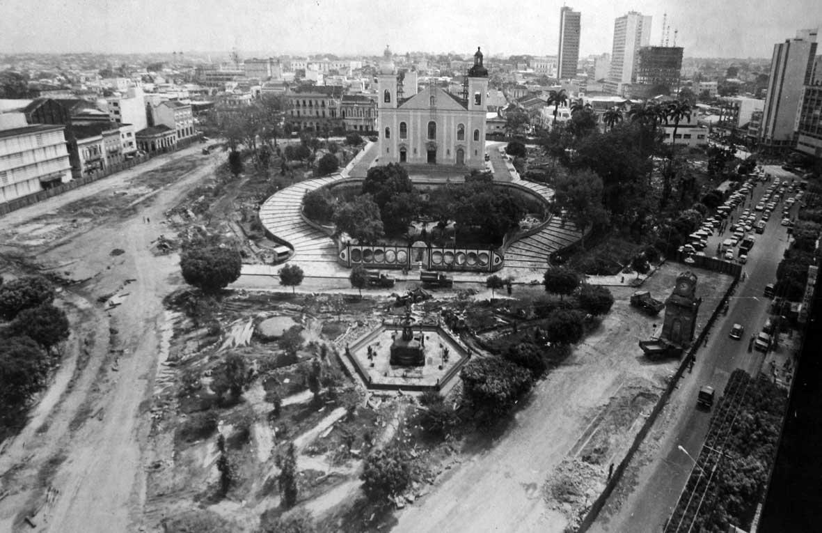 Reforma da Praça Oswaldo Cruz em 1975