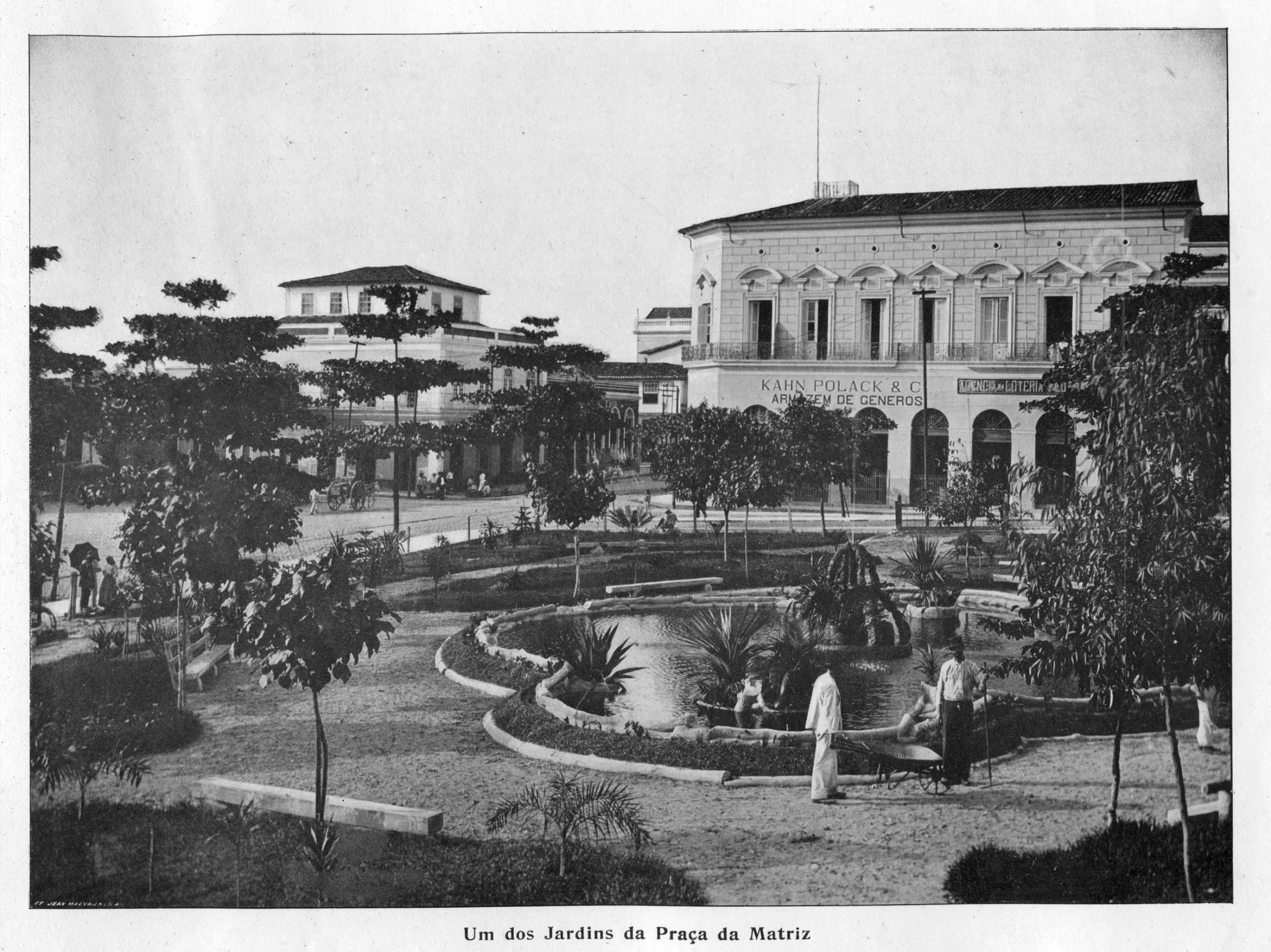 Um dos Jardins da Praça da Matriz