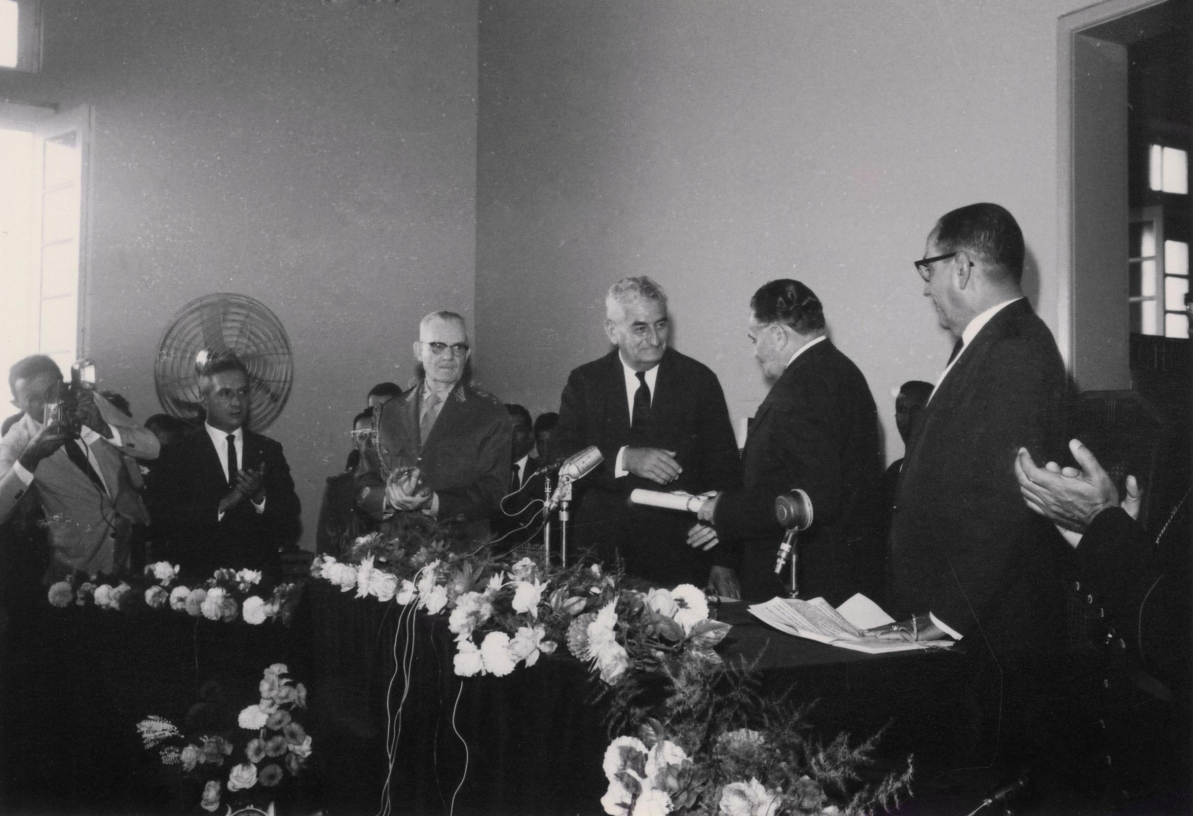 Presidente Castelo Branco recebe título - Instituto Durango Duarte