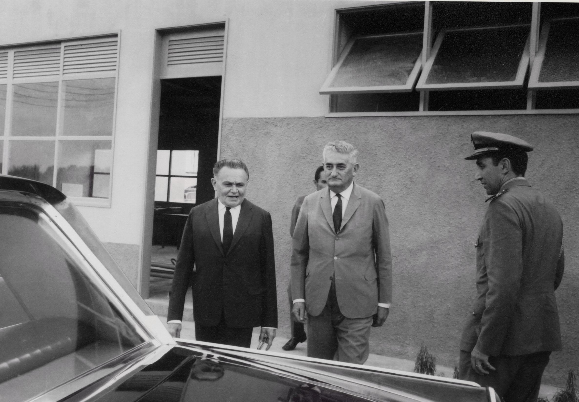 Presidente Castelo Branco e Arthur Reis no DERAM - IDD