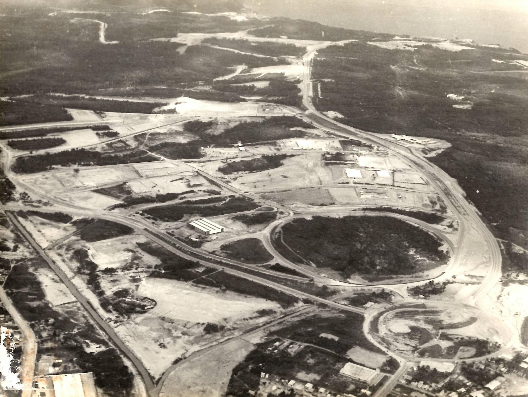 Fotografia dos primeiros galpões do Distrito Industrial - IDD