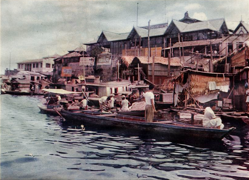 """A """"exótica"""" cidade flutuante de Manaus"""