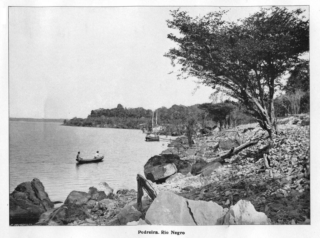 Pedreira às Margens do Rio Negro