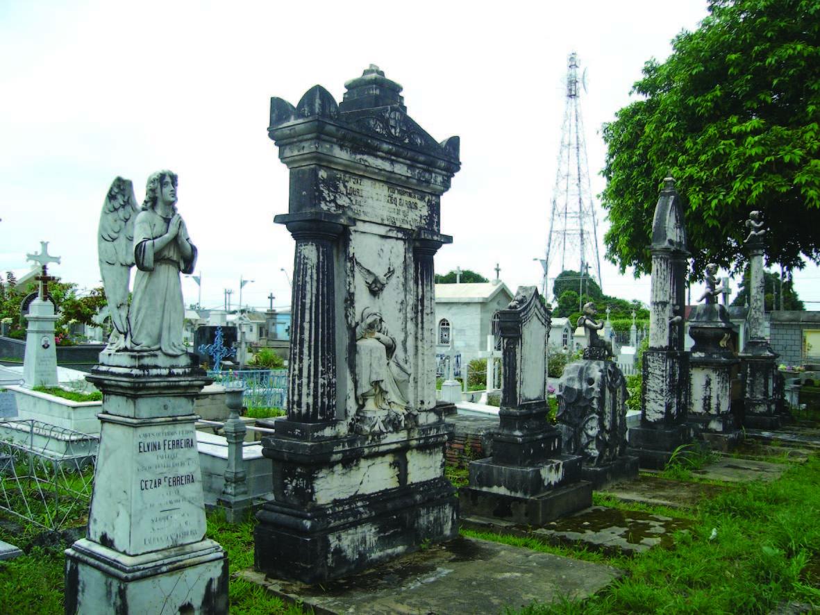 Túmulos antigos do Cemitério São João Batista