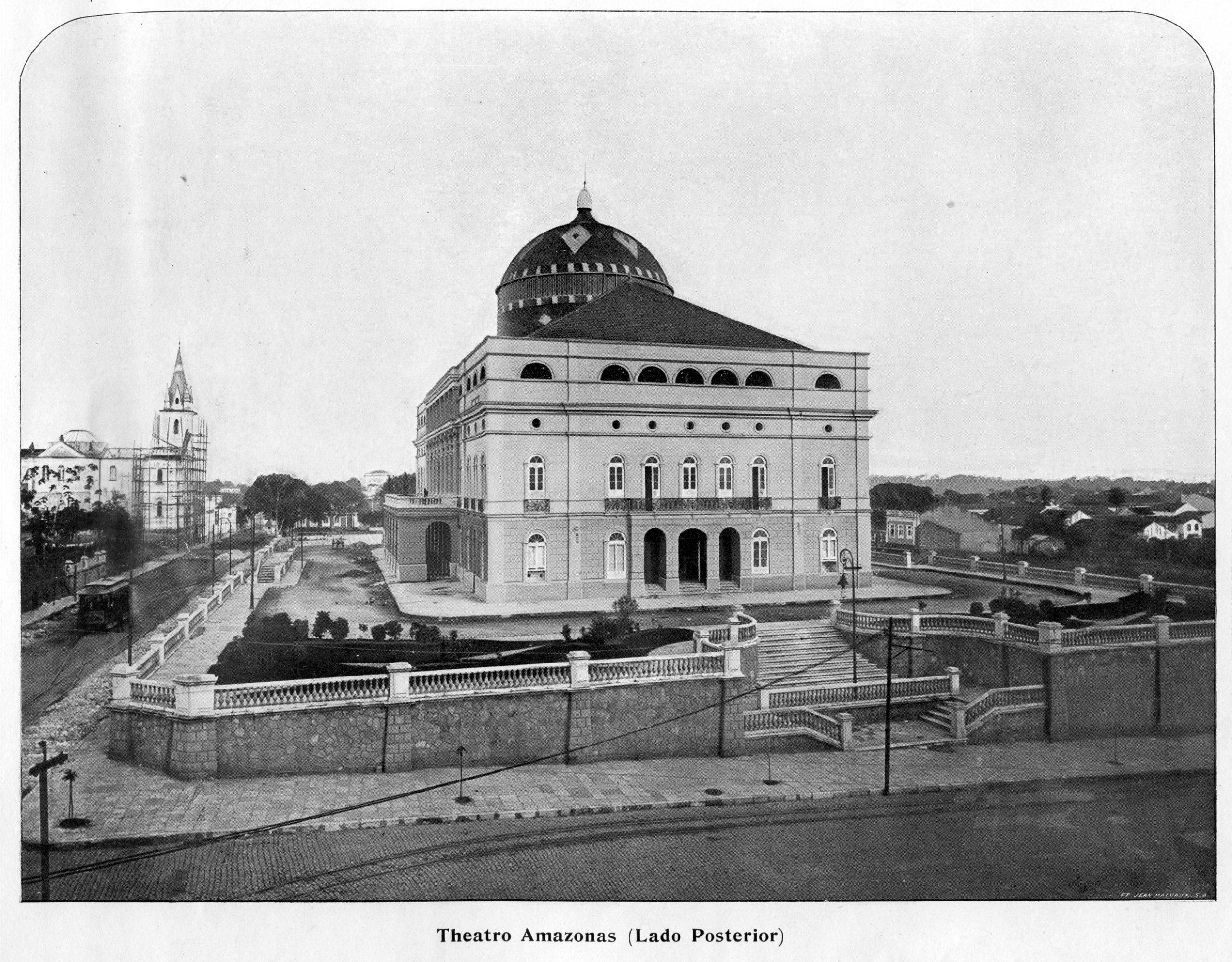 Vista Lateral do Teatro Amazonas