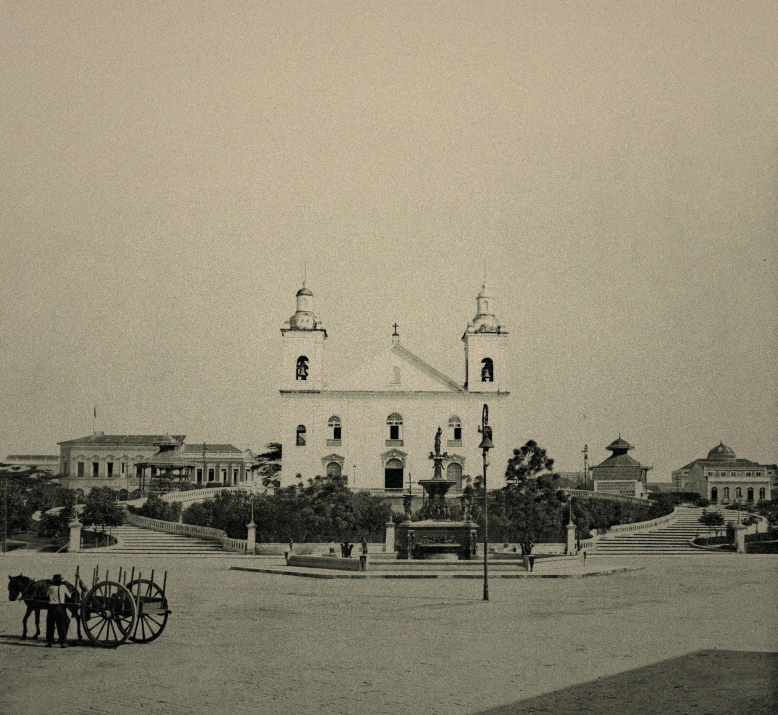 Vista frontal da Catedral de Nossa Senhora da Conceição